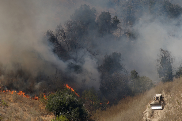 Earth Mover「Santa Ana Winds And Hot Conditions Stoke Wildfire In Ventura County」:写真・画像(12)[壁紙.com]