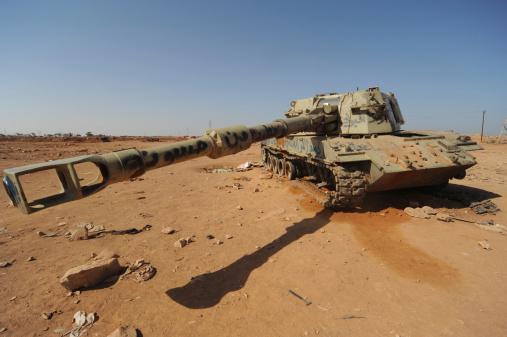 Rebellion「A M109 howitzer destroyed by NATO forces in the desert outside Benghazi, Libya.」:スマホ壁紙(3)