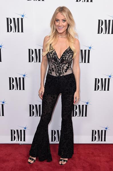 トップス「65th Annual BMI Country Awards - Arrivals」:写真・画像(15)[壁紙.com]