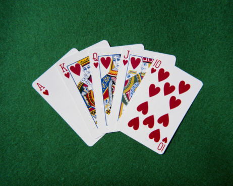Leisure Games「Royal flush hand of cards, hearts suit, on playing baize, close-up」:スマホ壁紙(14)