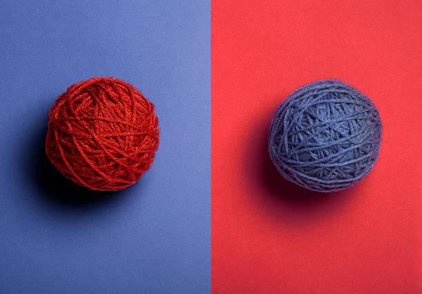 Red and Blue Balls of Yarn:スマホ壁紙(壁紙.com)