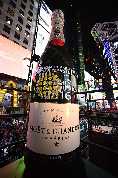 Atmosphere「Moet & Chandon Rings In 2016 As The Official Champagne Of Times Square New Year's Eve」:写真・画像(10)[壁紙.com]