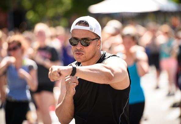 ウェアラブル端末「Launch Of Fitbit Local Free Community Workouts In New York At Union Square」:写真・画像(8)[壁紙.com]