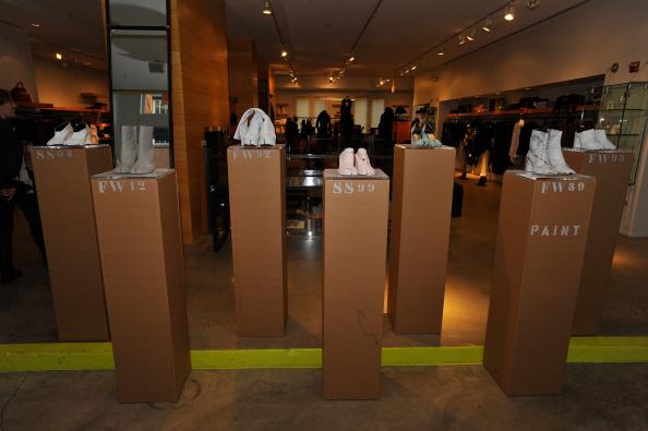 "Condiment「Maison Martin Margiela & Relish Join Forces For ""Tabi Shoe Maker"" Exhibition」:写真・画像(15)[壁紙.com]"