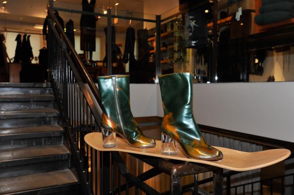 "Condiment「Maison Martin Margiela & Relish Join Forces For ""Tabi Shoe Maker"" Exhibition」:写真・画像(3)[壁紙.com]"