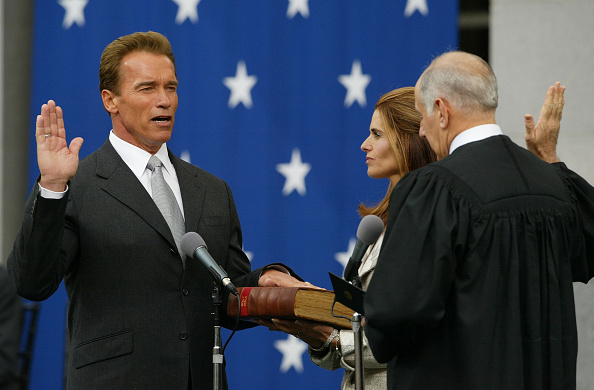 Governor「Arnold Schwarzenegger Is Sworn In As The 38th Governor Of California」:写真・画像(0)[壁紙.com]