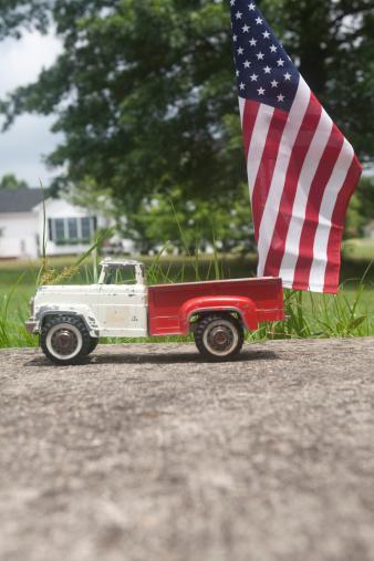 おもちゃのトラック「Toy truck with american flag」:スマホ壁紙(14)