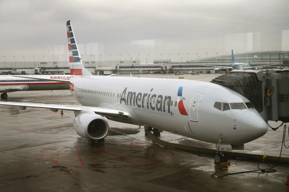 American Airlines「American Airlines Highlights Their Updated Logo On Newly Painted Boeing 737-800's」:写真・画像(0)[壁紙.com]