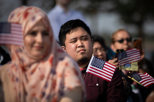 Ceremony「Liberty State Park Hosts Naturalization Ceremony For Immigrants To U.S.」:写真・画像(1)[壁紙.com]