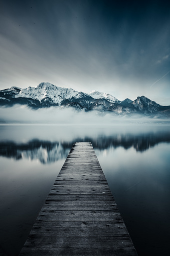 Garmisch-Partenkirchen「Jetty leading towards mountain range」:スマホ壁紙(10)