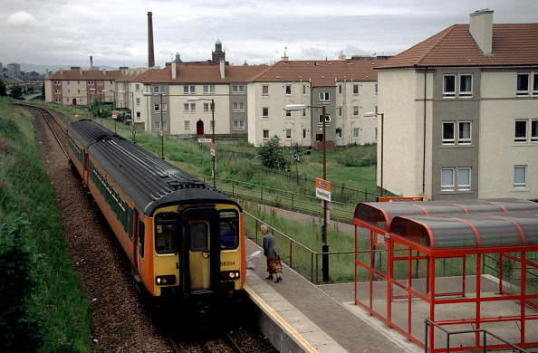 Suburb「A Strathclyde Passenger Transport Executive Class 156 DMU pauses to drop down passengers at Hawkhead with a train for Glasgow Central」:写真・画像(11)[壁紙.com]