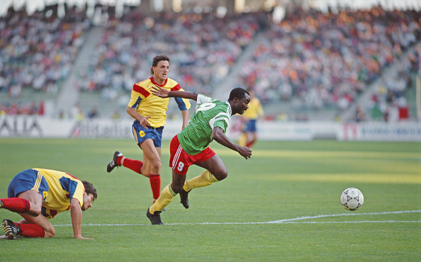 Replacement「Roger Milla scores Cameroon v Romania 1990 FIFA World Cup」:写真・画像(1)[壁紙.com]