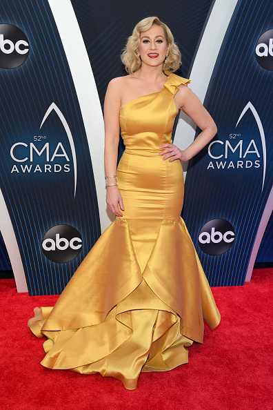 Yellow Dress「The 52nd Annual CMA Awards - Arrivals」:写真・画像(0)[壁紙.com]