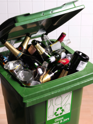 Alcohol「Open recycling bin with full of glass bottles, close-up」:スマホ壁紙(13)