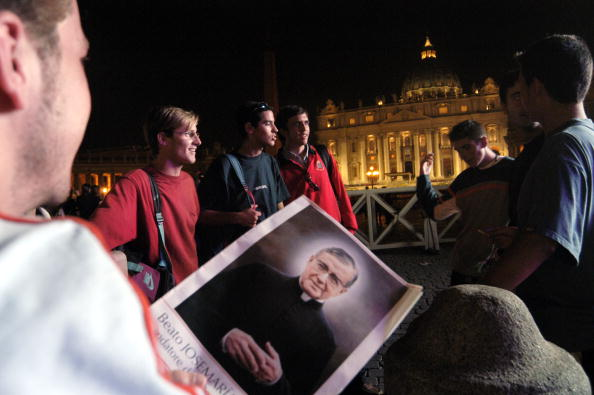 Wooden Post「The Pope Canonizaties Josemaria Escriva In Rome October 6」:写真・画像(8)[壁紙.com]