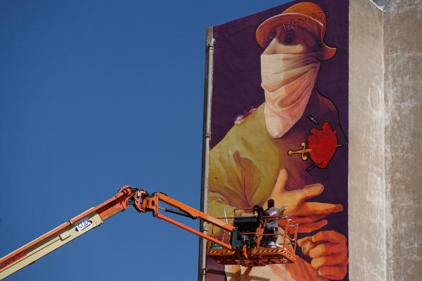 Graffiti「Giant Don Quixote Graffiti In Spanish Town」:写真・画像(1)[壁紙.com]
