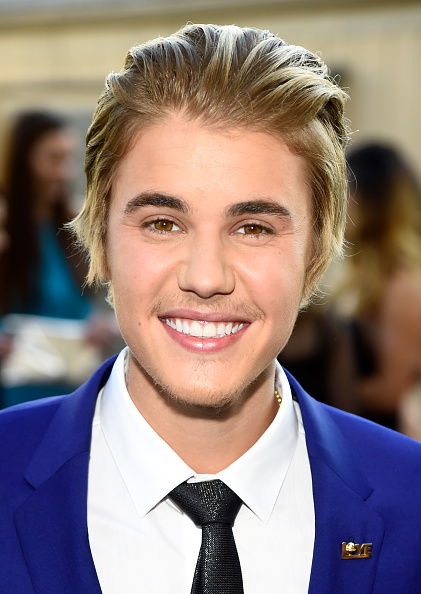 Looking At Camera「The Comedy Central Roast Of Justin Bieber - Red Carpet」:写真・画像(1)[壁紙.com]