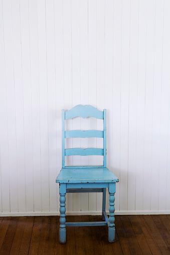 Antique「Old Blue Chair Against White Wall」:スマホ壁紙(6)