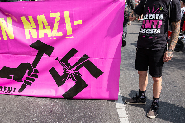 記章「Neo-Nazis Commemorate Rudolf Hess」:写真・画像(12)[壁紙.com]