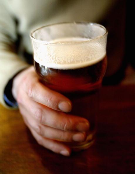 Crockery「Beer Price Rise Threatens Pubs」:写真・画像(1)[壁紙.com]