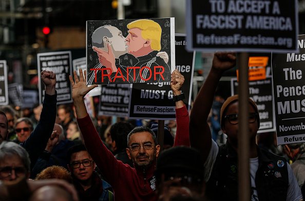 Placard「Nation Wide Protests Against Trump Administration Organized Across The Country」:写真・画像(8)[壁紙.com]