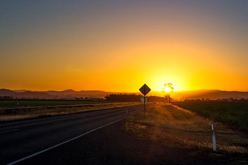 Queensland「Australia, Queensland, landscape near Mackay, road at sunset」:スマホ壁紙(15)