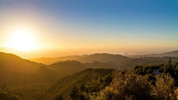 Australia, Queensland, sunrise above the ocean seen from mountains:スマホ壁紙(壁紙.com)