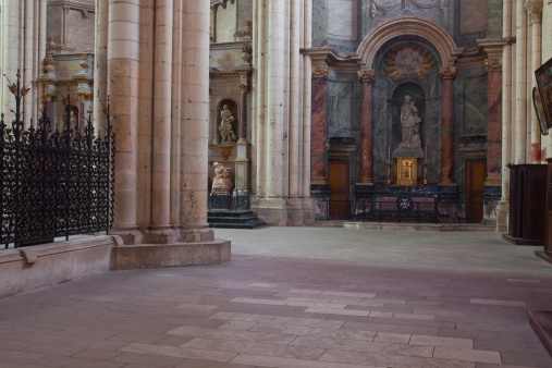 Nouvelle-Aquitaine「The interior of Saint Pierre cathedral.」:スマホ壁紙(15)