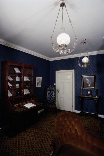 Dresser「Poet's House」:写真・画像(9)[壁紙.com]