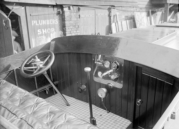 Wheel「The Interior Of A Wolseley Launch Showing Controls And Instrument Panel」:写真・画像(18)[壁紙.com]