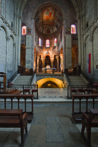 Nouvelle-Aquitaine「The interior of Eglise Sainte Radegonde.」:スマホ壁紙(17)