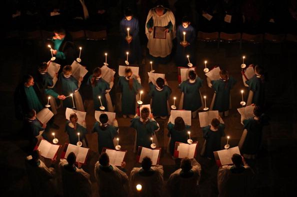 Choir「Darkness To Light Advent Procession Starts Salisbury Cathedral's Christmas Season」:写真・画像(11)[壁紙.com]