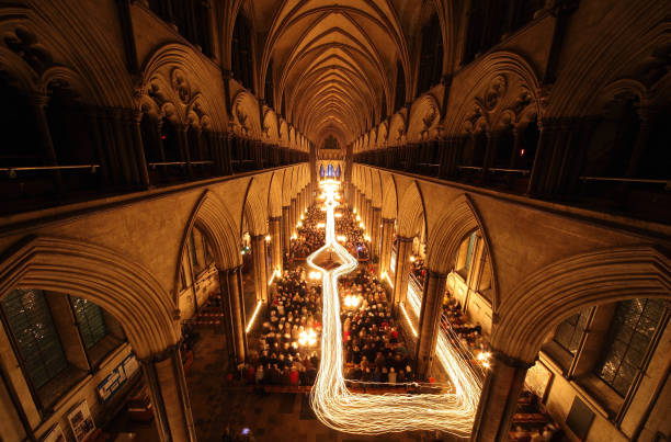 Salisbury Cathedral Hosts Darkness To Light Advent Procession:ニュース(壁紙.com)