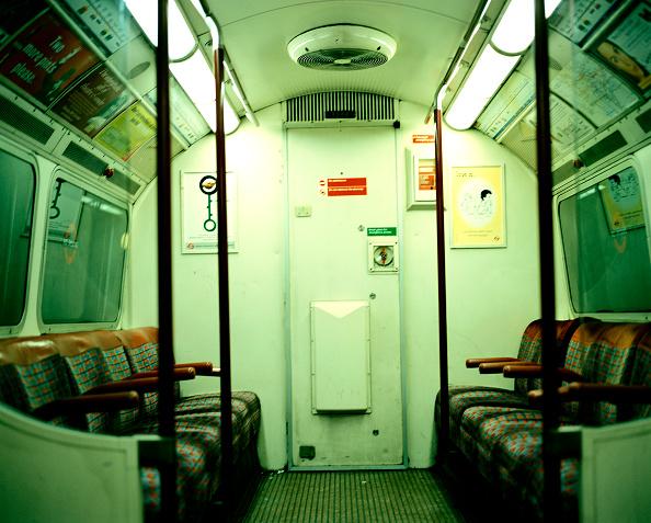 Subway Train「London Underground Train」:写真・画像(11)[壁紙.com]