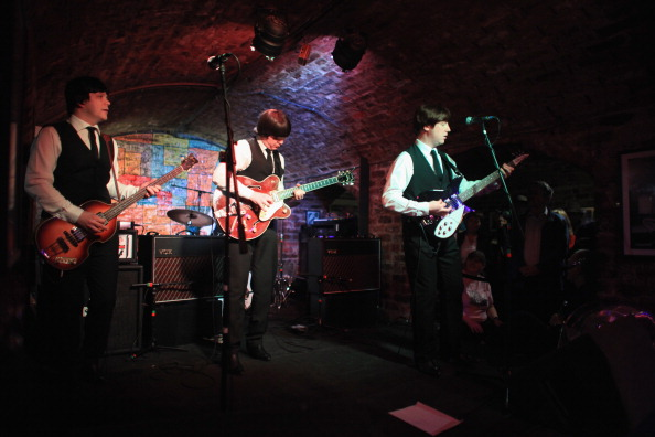 Liverpool - England「Fans Mark The 50th Anniversary Of The First Time The Beatles Played At The Cavern Club」:写真・画像(16)[壁紙.com]