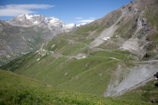 Val d'Isere「Looking down over a mountain slope with a winding road in Val d'Isere, France.  Snowy peaks and patches of snow on the lower slopes.」:スマホ壁紙(15)