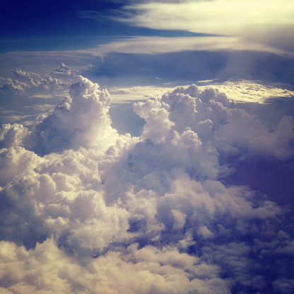 Square「飛行機からソフト積雲の雲を見下ろす」:スマホ壁紙(7)