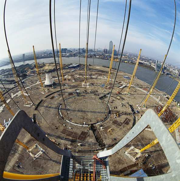 Support「Looking down from crane positioning roof support during construction of the Millennium Dome, Greenwich, London, UK」:写真・画像(5)[壁紙.com]