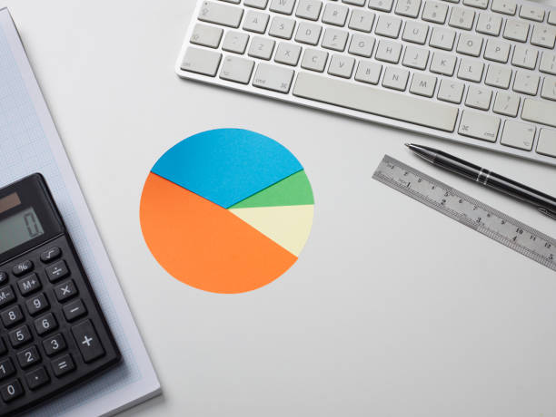 looking down on a desk top with a pie chart:スマホ壁紙(壁紙.com)