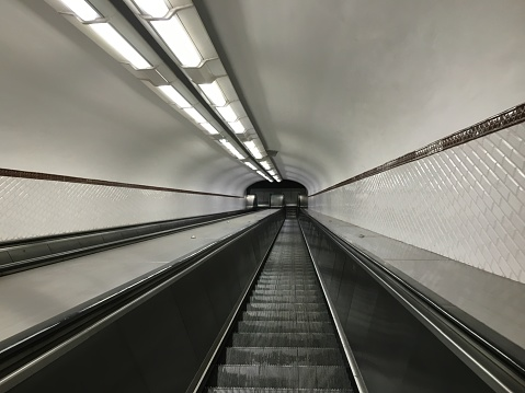 Escalator「looking down a metro escalator」:スマホ壁紙(3)