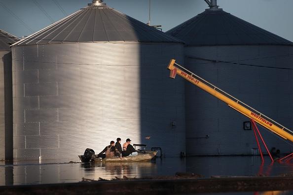 船舶「Flooding Continues To Cause Devastation Across Midwest」:写真・画像(7)[壁紙.com]