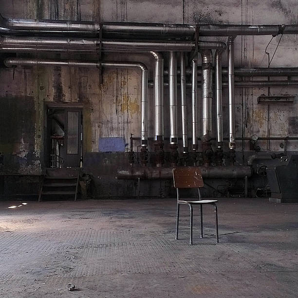 Chair in an abandoned factory, Istanbul, Turkey:スマホ壁紙(壁紙.com)