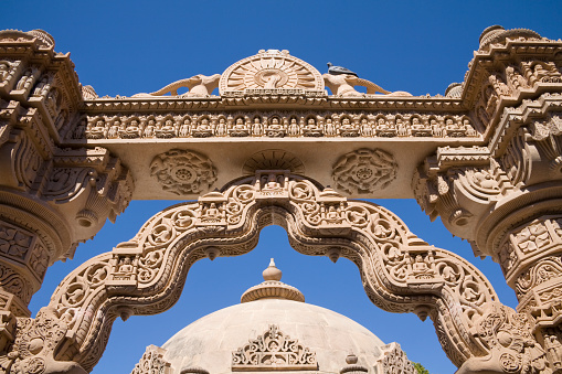 Rajasthan「Intricate stone carved arch and dome, Mahavira Jain Temple, Osian, near Jodhpur, Rajasthan, India」:スマホ壁紙(12)