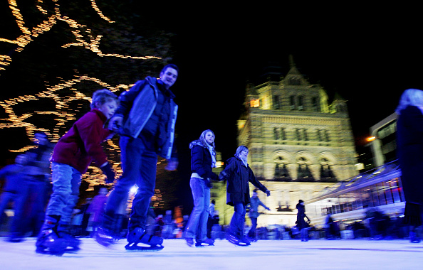 Mid Adult Men「Natural History Museum Ice Rink And Christmas Fair」:写真・画像(13)[壁紙.com]