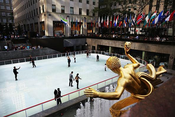 Ice Rink「Rockefeller Center Ice Skating Rink Open For The Winter Season」:写真・画像(19)[壁紙.com]