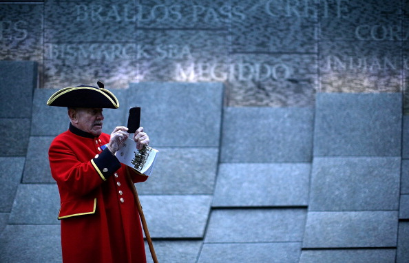 Mobile Phone「Anzac Day Remembered At Dawn Service」:写真・画像(8)[壁紙.com]