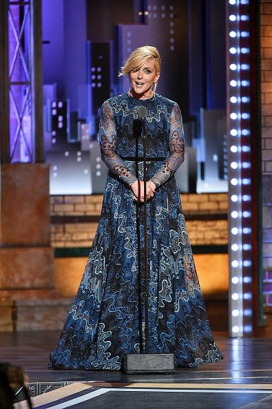 Round Neckline「73rd Annual Tony Awards - Show」:写真・画像(2)[壁紙.com]