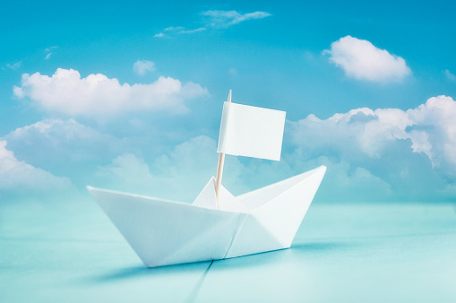 Origami「Paper boat with cloudy blue sky」:スマホ壁紙(2)