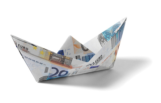 Origami「Paper Boat made from Euros」:スマホ壁紙(15)