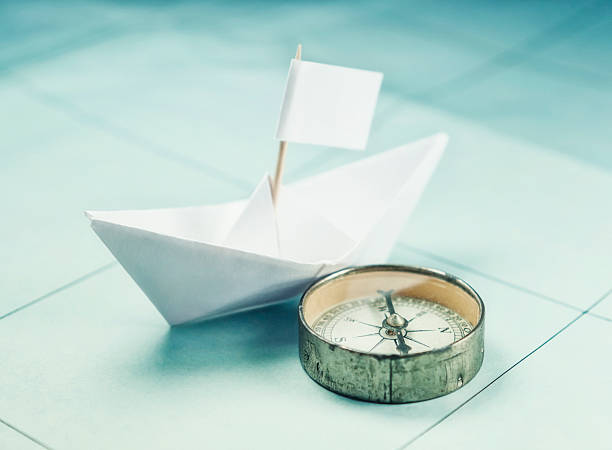 Paper boat and compass:スマホ壁紙(壁紙.com)